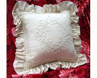 floral_circle_candlewick_cushion_kit.jpg
